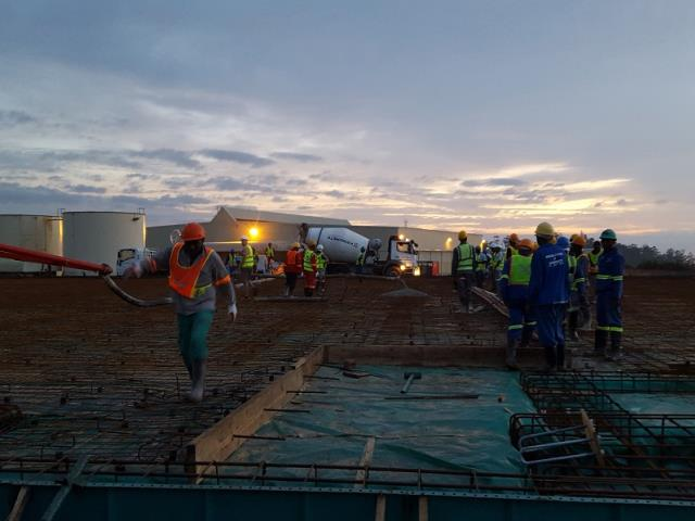 Warehouse floor in Marburg.Contractor: D.S.C. Deck, Steel and Concrete cc. 866 cubic metres of concrete. Both static and boom pump used for maximum efficiency. 03:30am start, 15:30pm over 3 consecutive days